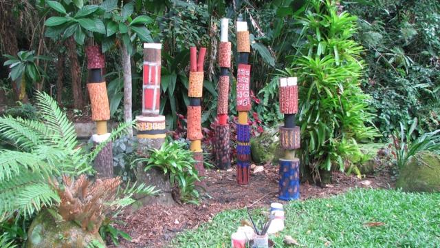 tiwi_island_totem_poles_31_lightbox